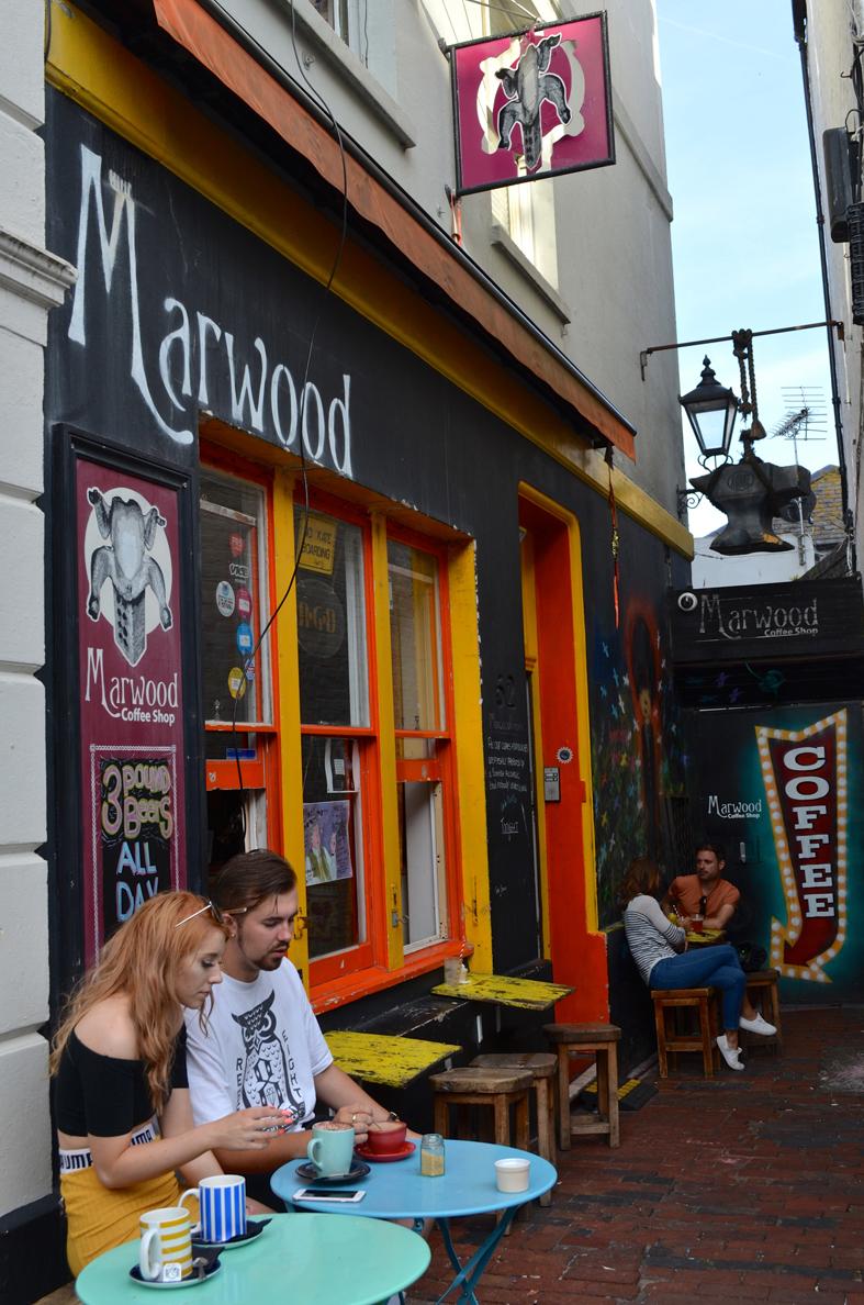 Café em Brighton - Sete Mil Km - Um dia em Brighton