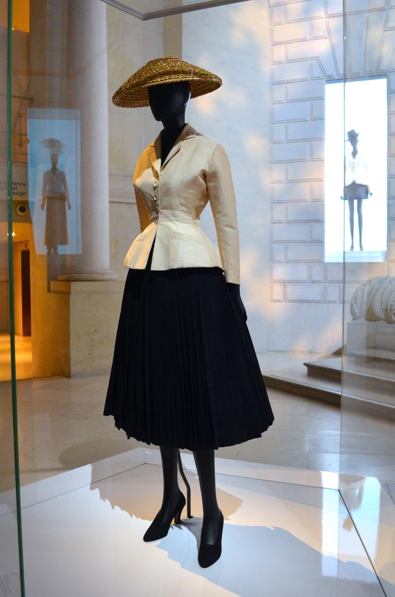 Tailleur Bar - Christian Dior, Couturier du Rêve