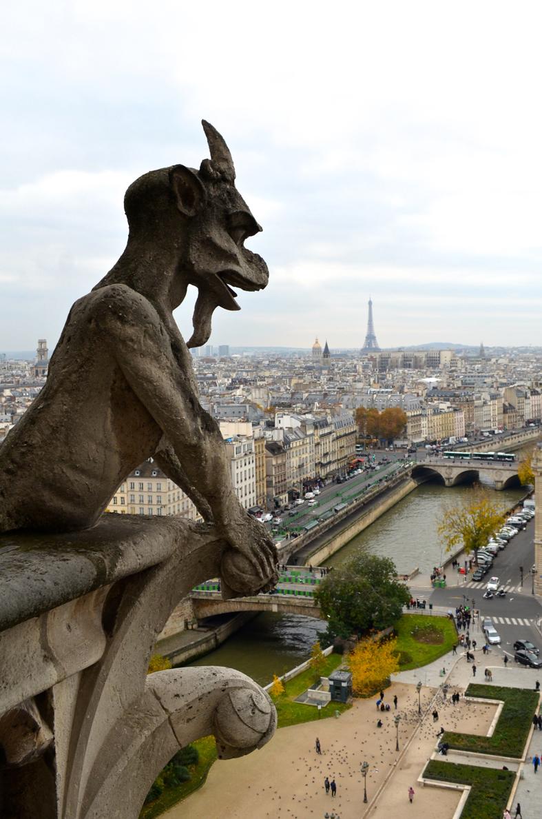 Gárgulas no alto da Catedral de Notre-Dame