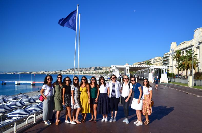 Grupo na Promenade des Anglais