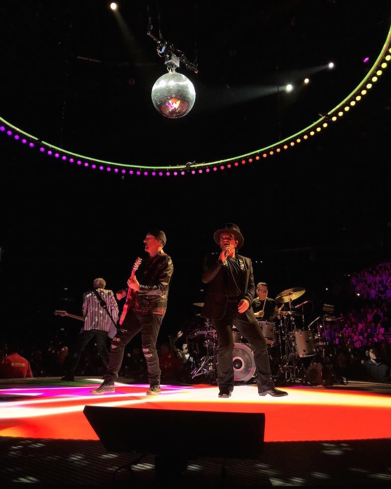 U2 no palco em Belfast, Irlanda do Norte